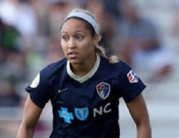 В США футболистка не попала в сборную страны, отказавшись носить символику ЛГБТ