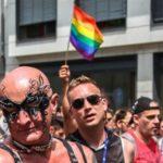 Лидер правящей партии Польши призвал противостоять гей-парадам