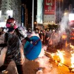 В Гонконге полиция задержала украинских националистов, участвовавших в протестах