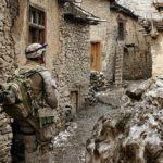 Инцидент в Сирии: курды пропустили военных России и забросали камнями солдат США