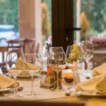 ВОЗ призвала лучше протирать столы в ресторанах России
