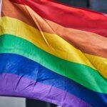 В Санкт-Петербурге перед школой вывесили флаг ЛГБТ ради лайков