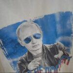 Перемогли: в Виннице порвали футболку с изображением Путина, обнаруженную в секонд-хенде