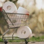 После заявления Джонсона в Великобритании снова сметают туалетную бумагу с полок магазинов